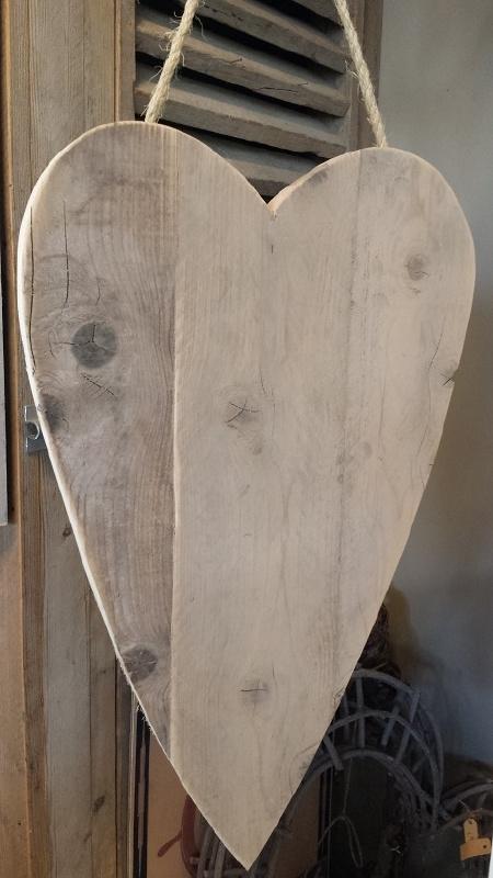 Hart  van steigerhout 47 x 77 cm ( ook met elastiek verwerking voor kaarten )