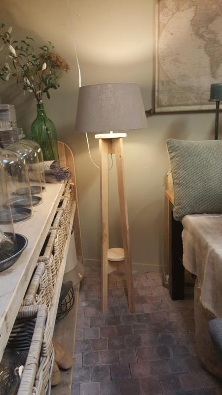 Lampvoet eikenhout >  recht model