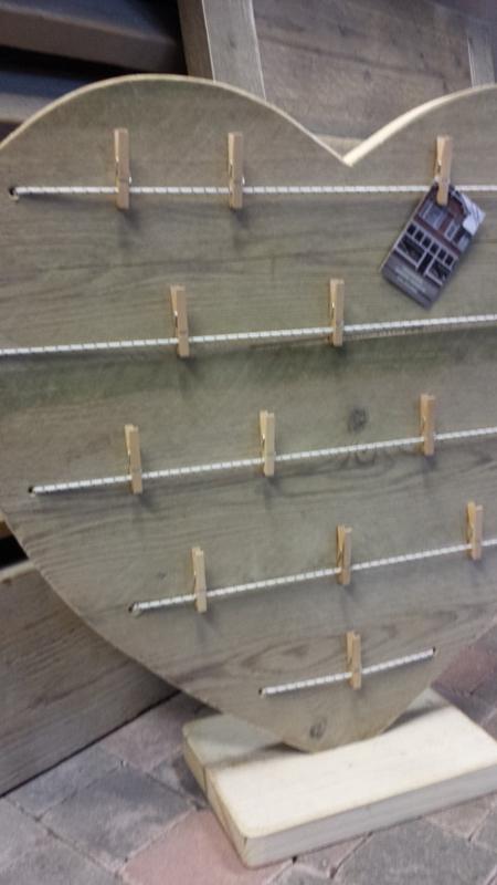 Hart van steigerhout   60 cm met knijpers en elastiek op voet