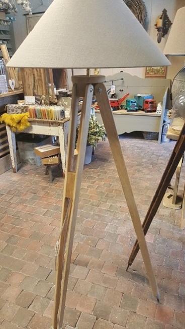 Statief lampvoet van eikenhout met een linnen kap (NIEUW)