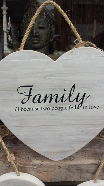 NIEUW > Teksthart   40 cm white wash ... Family all because ...