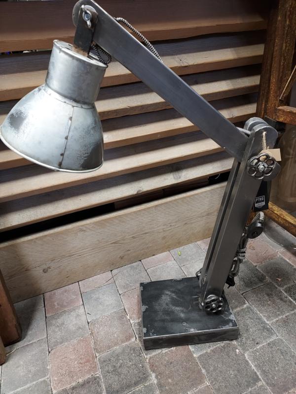 Tafellamp PTMD > Sjors metal studio lamp hoog