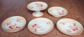 Gebak set van meerdere borden en 4 borden op voet