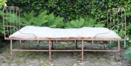 Oud metalen inklapbaar bed, afmetingen 85 cm x 1,80 m