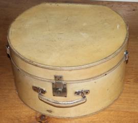 ronde wit leder hoeden koffer