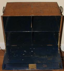Oud Engelse metalen Notaris kist met 4 vak verdeling
