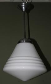 Melkglazen (opaline) lamp