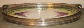 Ovale porseleinen schaal met metalen omranding