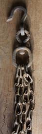 Grote oude metalen hijs ketting