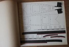 Oude papieren bouwplaten van cruisschip