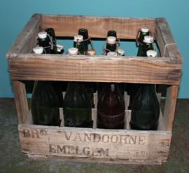Oud houten kratje met 12 Bierflesjes