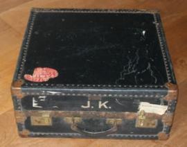 Oude Engelse hut / reis koffer