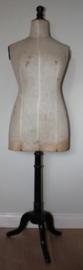 Oude Paspop op houten voet