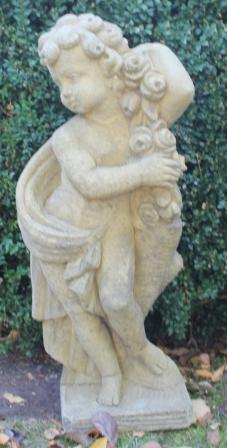 Betonnen tuin beeld Engel met Rozentak