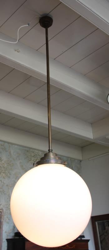 Twee identieke Grote Opaline School lampen