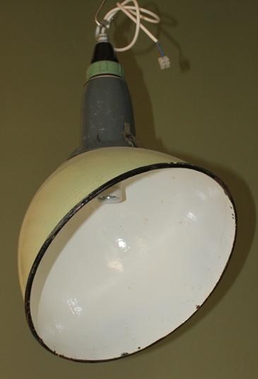 Oude groene industriele lamp