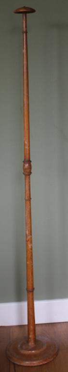 Oude houten hoeden standaard (groot Model)