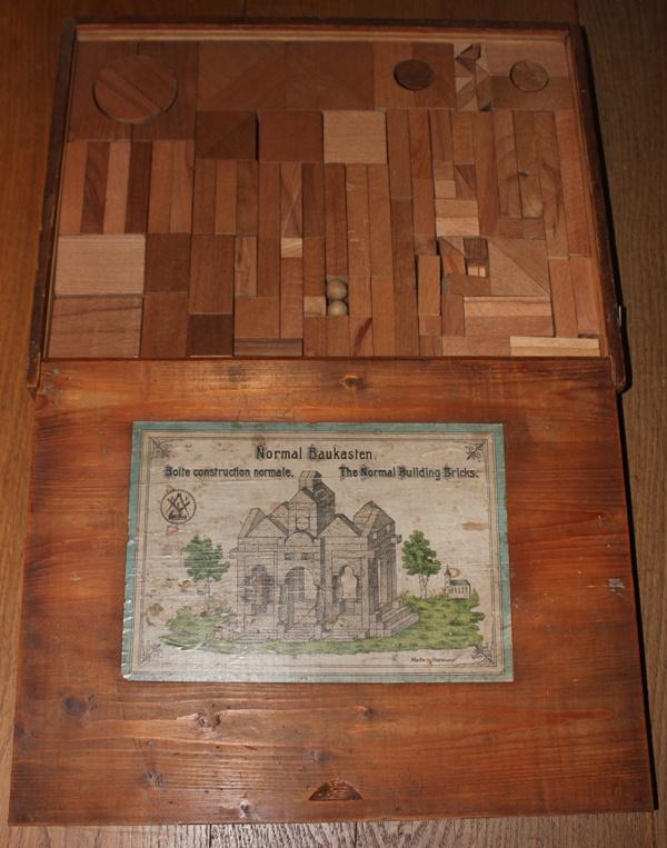 Oude Blokkendoos met houten blokken