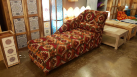 Cleopatra Sofa met armrol in patchwork stof rood