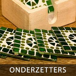 onderzetters van mozaïek in houten box verpakt