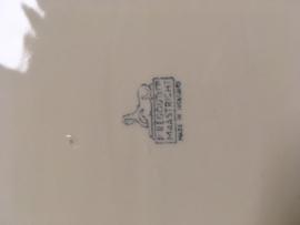 Schaal Petrus Regout Maastrichts aardewerk, Vergeet -mij-niet