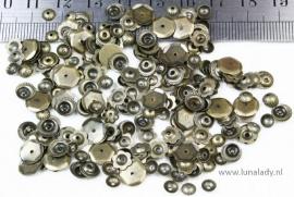 Bead caps  bronskleur MIX . ± 250 stuks. E