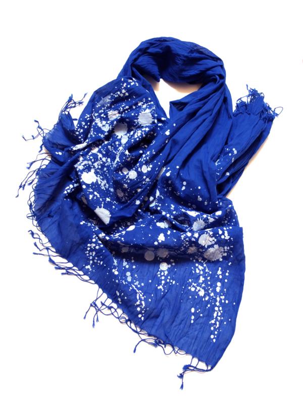 Shawl van biologisch katoen met print - koningsblauw - PiniPiru