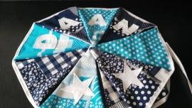 Daan, patchwork aqua blauw en marine blauw.