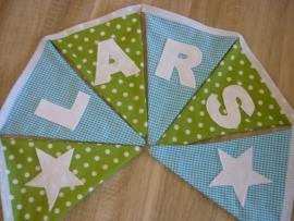 Lars, lime groene sterren met aqau blauw ruitje