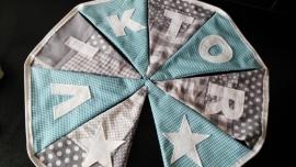 Viktor, grijze patchwork stof met aqua blauw ruitje