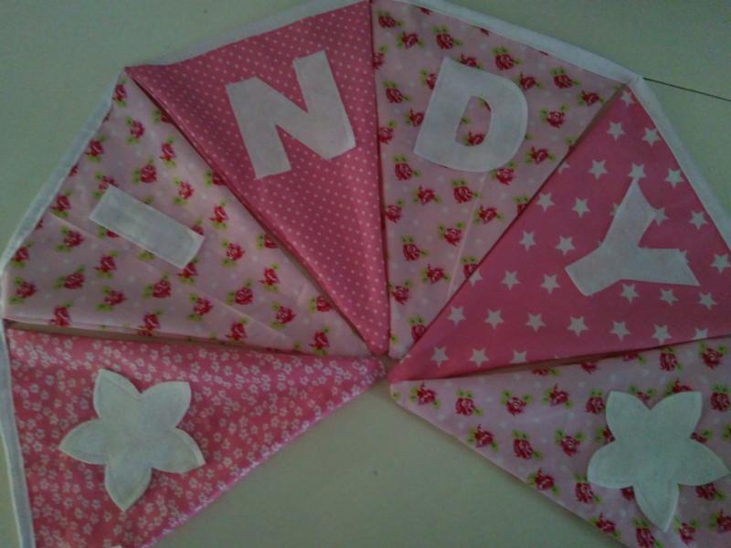 Indy, licht roze stofjes met pip roosje