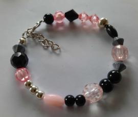 Zelfmaak armband roze zwart zilver