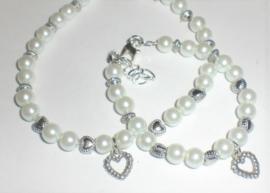 Sieraden maken Moeder dochter Armband parels wit met hartjes