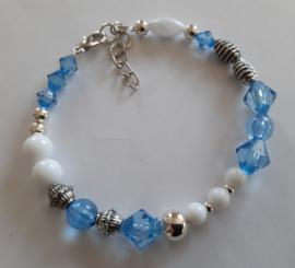 Sieraden maken  armband blauw wit