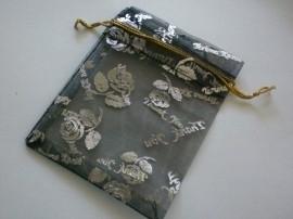 Organza zakjes zwart met roos 7 x 9 cm