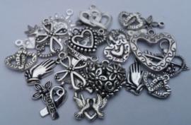 50 x Tibetaans zilveren bedels