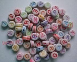 100 Letterkralen gekleurd