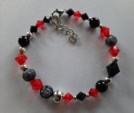 Zelfmaak armband rood zwart zilver