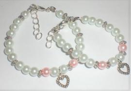 Sieraden maken Moeder dochter Armband parel wit en roze met hart hangetje
