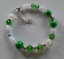 Sieraden maken armband wit groen zilver