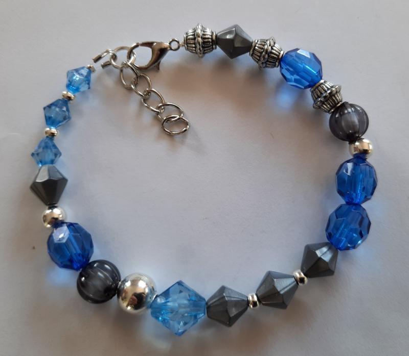 Sieraden maken armband blauw grijs