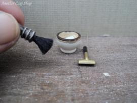 Poppenhuis miniatuur scheerset schaal 1:12
