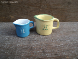 "Dollhouse miniature measuring cup 1 litre in 1""scale"