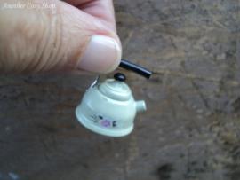 Poppenhuis miniatuur waterketel schaal 1:12