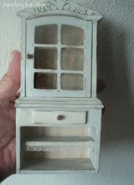 Poppenhuis miniatuur brocante voorraadkast schaal 1:12