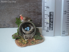 Vogeltje op bloempot