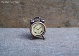 Poppenhuis miniatuur wekker schaal 1:12
