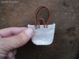 Poppenhuis miniatuur shopper / schoudertas schaal 1:12