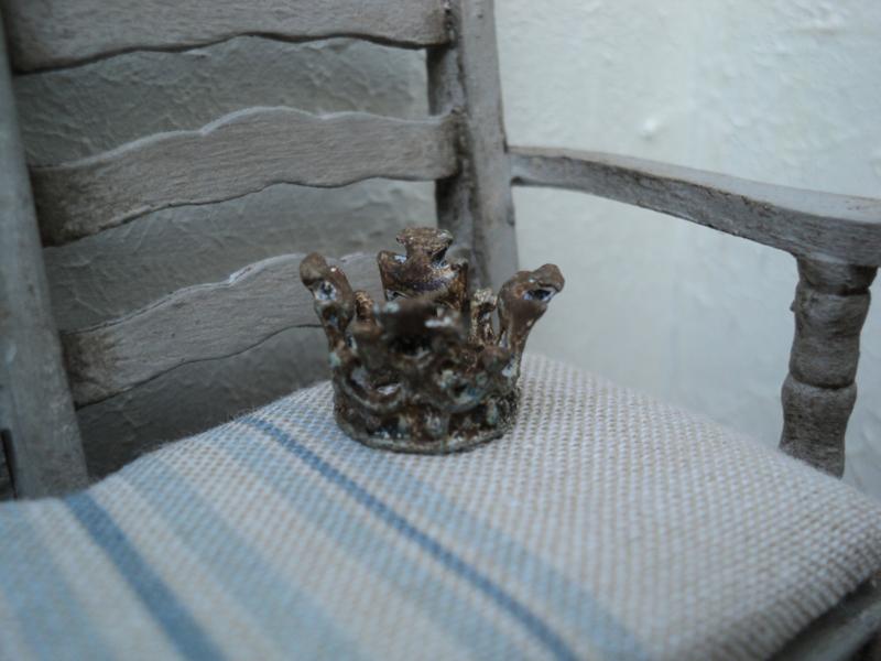 Small miniature decoration crown