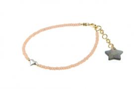 Armbandje Mini Me, poederroze met zilveren Hart.